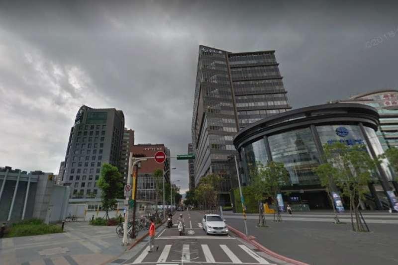 潤泰新位於松山車站旁的地上權新案「潤泰代官山」,北市地政局指出,該案不得作為住宅使用。(翻攝自google map)
