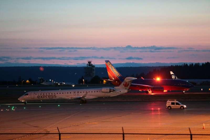 2018年8月10日,美國西雅圖─塔科馬國際機場傳出一架客機失竊的奇案,機場運作一度停擺(AP)