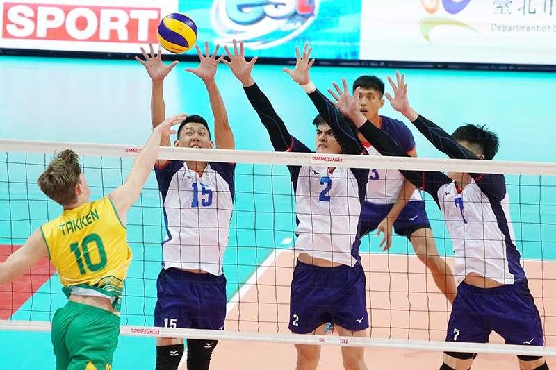 中華男排在亞洲盃小組賽第2戰面對澳洲,以直落三的成績取勝,拿下分組第2,將於11日晚間對上泰國,力拼晉級。(圖由中華排協提供)