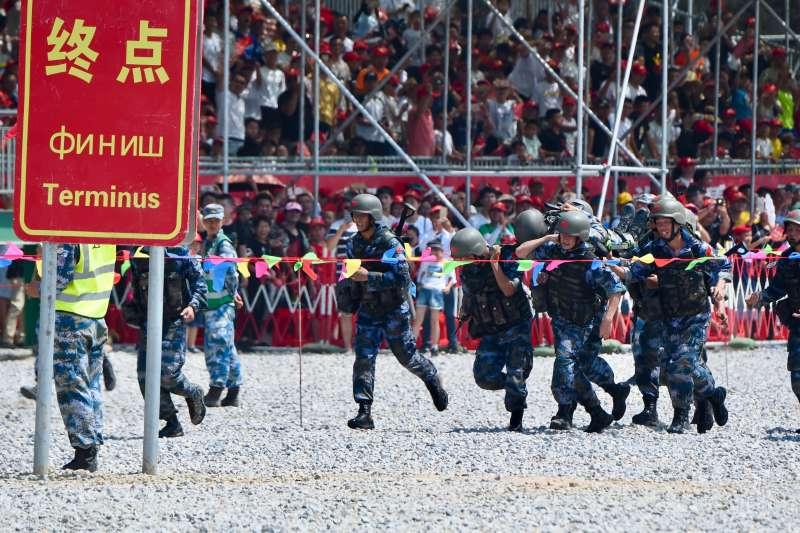 「國際軍事比賽─2018」中國參賽隊獲「國際軍事比賽─2018」海上登陸賽求生賽團體第一(新華社)