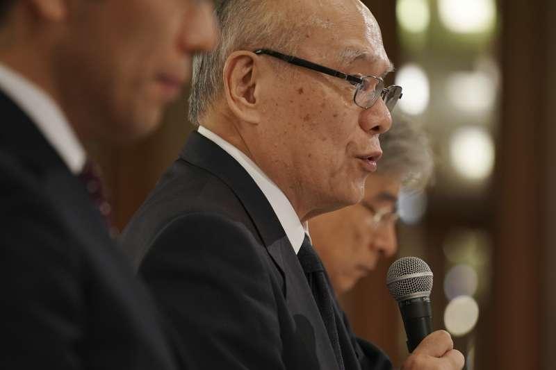 東京醫科大學常務理事行岡哲男鞠躬道歉。(美聯社)