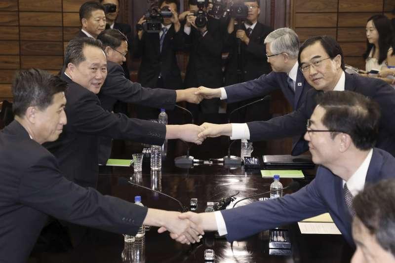 2018年8月13日,兩韓代表團在板門店「統一閣」舉行高級別會談(AP)