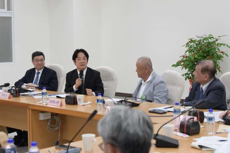 20180813-行政院邀請工商協進會的企業進入林口電廠視察。(取自賴清德臉書)