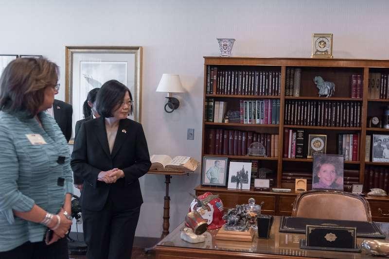 20180814-總統蔡英文過境美國,14日參訪雷根圖書館並發表公開談話。(總統府提供)