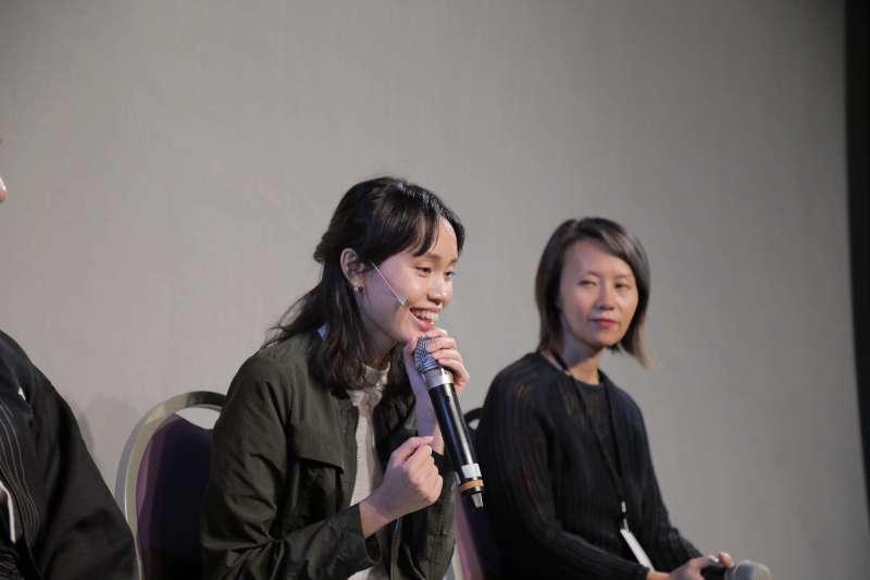 澳門導演杜詠琪(左)暢談舞台劇《手談坐隱》的創作歷程,右為力邀《手談坐隱》團隊前來台北公演的獨立製作人藍貝芝。 (台北藝術節提供,林育全攝影)
