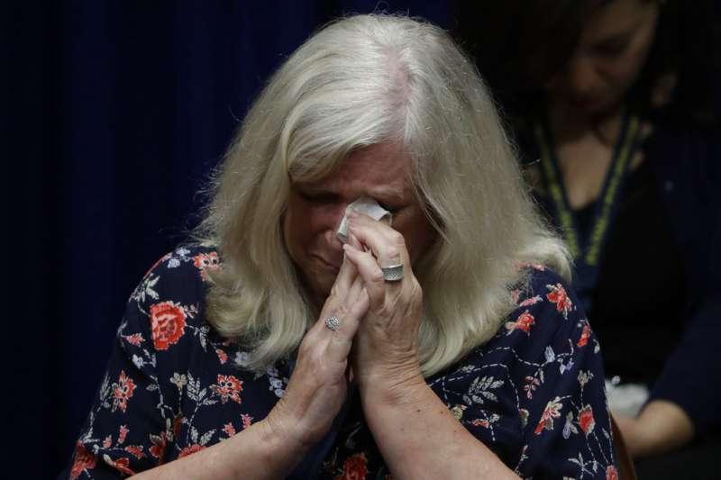 美國賓州最高法院14日公布大陪審團的報告,內容揭發過去70年來,賓州逾300名神父涉嫌性侵未成年人。(AP)