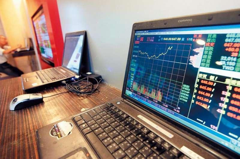 國巨庫藏股計畫已執行66%,卻仍舊不敵空方賣壓,股價一再破底。(柯承惠攝)