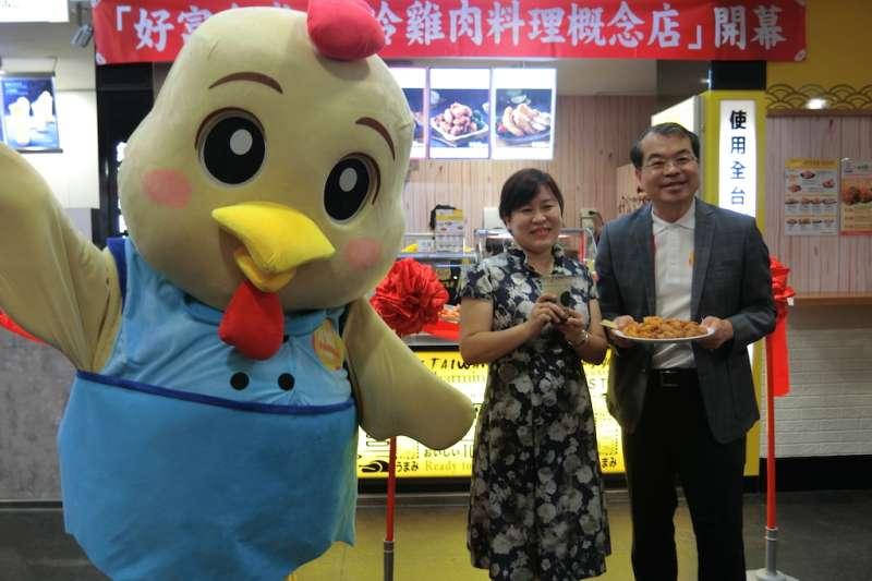 生鮮肉品業者在台中市推出「氣冷式雞肉」作成的炸雞塊,保存雞肉原汁口感。(圖/王秀禾攝)