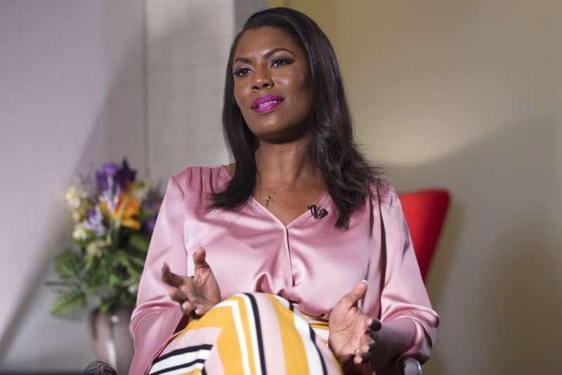 2018年8月14日,前白宮公共事務室聯絡主任歐瑪蘿莎(Omarosa Manigault-Newman)接受《美聯社》專訪,直指不會被川普噤言。(AP)