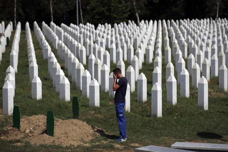 波士尼亞雪布尼查大屠殺奪走8300多條人命(AP)