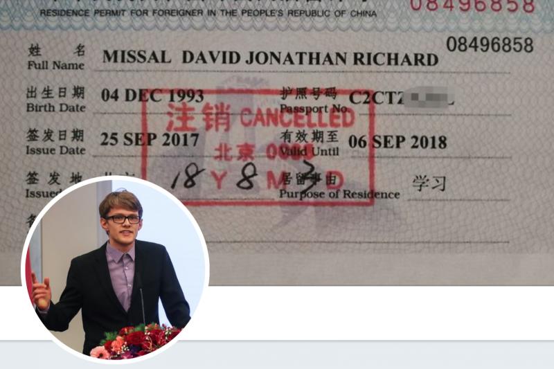 穆達偉與他被註銷的中國簽證。(翻攝推特)