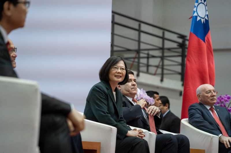 作者認為,因應近來萎靡的兩岸關係,中國嘗試加碼推出各種惠台政策藉此統一台灣,雖支持統一的比率雖然有所增加,但幅度很有限。(資料照,取自總統府Flickr)
