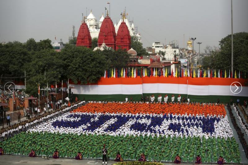 印度總理15日於德里紅堡發表演說(AP)