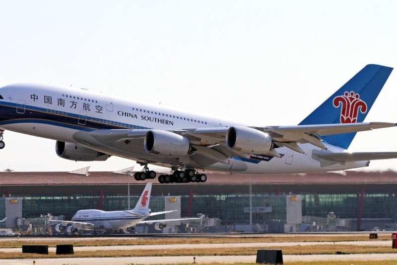下次乘坐國際航班,可能要從中國轉機。(BBC中文網)