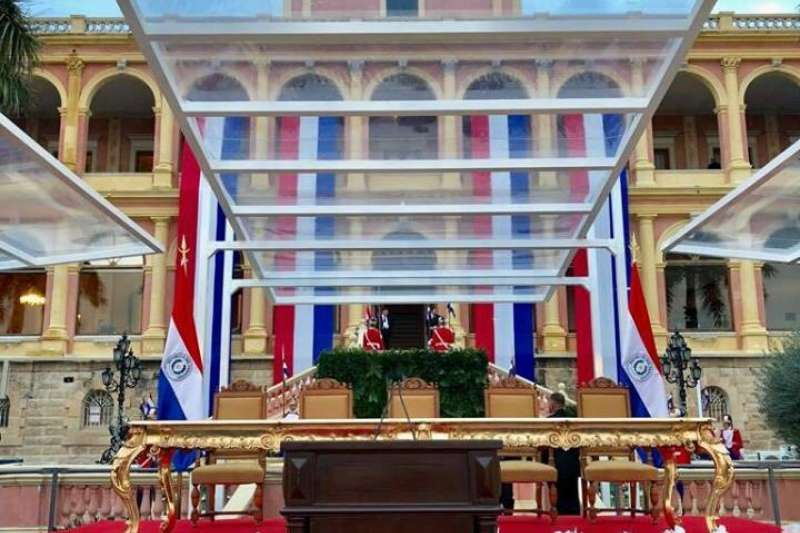 20180816-總統蔡英文表示,巴國新總統阿布鐸總統(Marito Abdo)的就職典禮台上擺滿白醒目的蝴蝶蘭,看到蘭花就想到台灣。(取自蔡英文臉書)