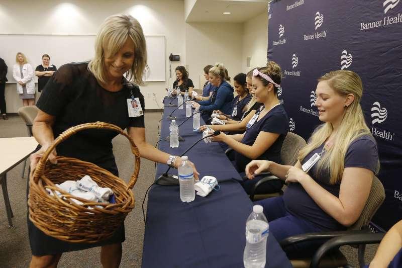 美國亞利桑那州旗幟沙漠醫學中心(Banner Desert Medical Center)的16位護理師孕婦(AP)