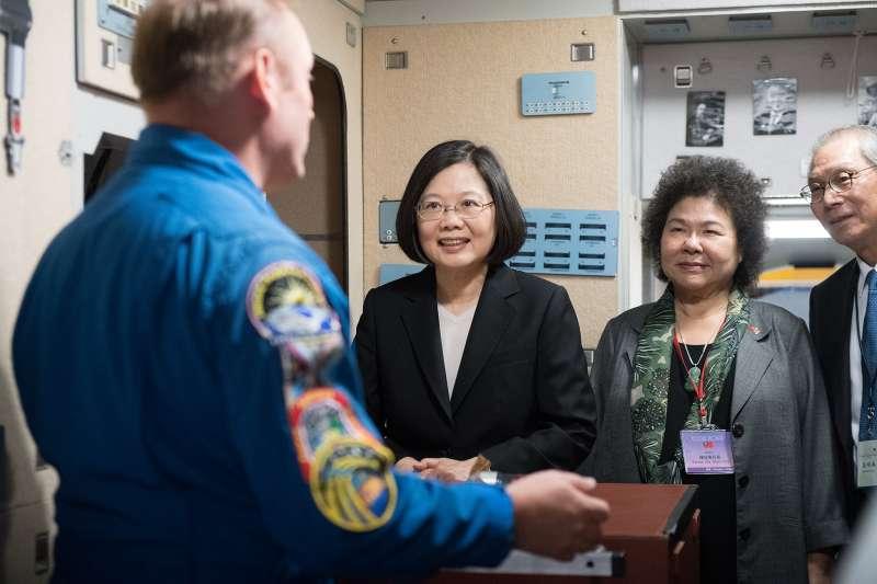 蔡英文總統「同慶之旅」參訪美國國家航空暨太空總署(NASA)所屬詹森太空中心(Johnson Space Center)。(取自總統府)