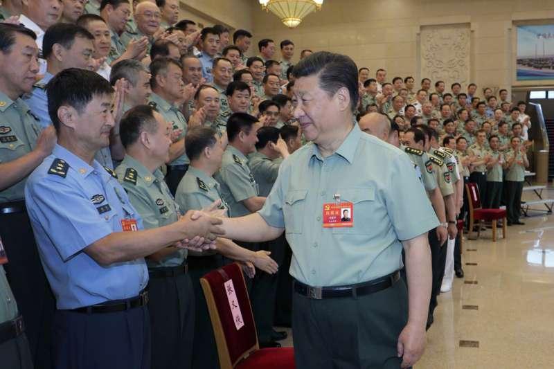 中國國家主席習近平接見出席「黨的建設會議」的代表們。(央視微博)