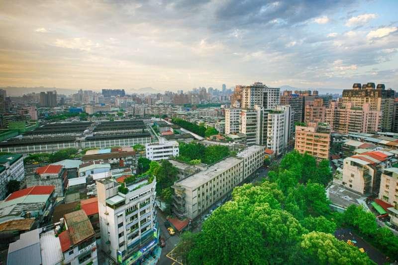 台灣金聯資本逾百億,因不受《銀行法》5%投資上限、建築融資30%上限限制,在參與都更上更為「彈性」。(資料照,取自pixabay)