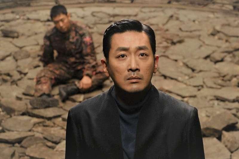 因為《與神同行》在台灣打開知名度的河正宇,其實在韓國已經是家喻戶曉的戲精了!他還演過這5部經典韓國電影,千萬別錯過!(圖/采昌提供)