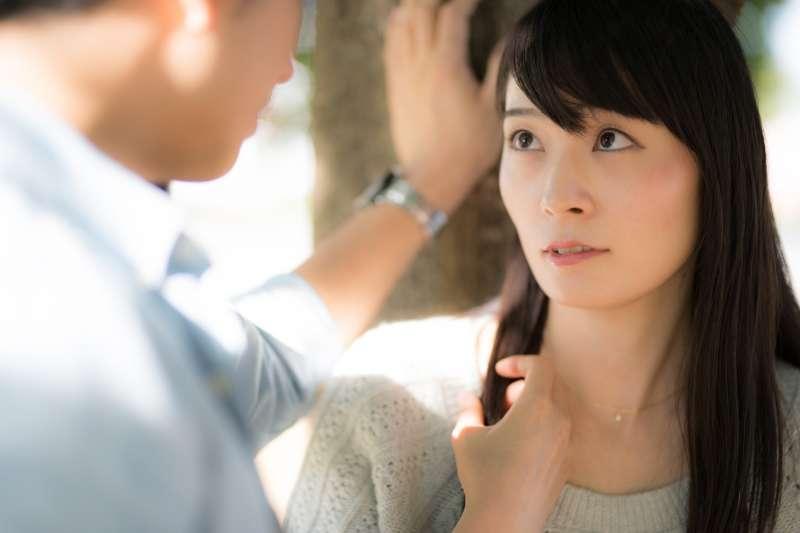 第一次約會總是會有點尷尬,教你5個破解尷尬的自然話題!(圖/すしぱく@pakutaso)