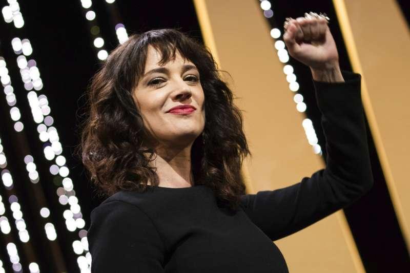 艾夏亞珍托(Asia Argento)今年5月出席法國坎城影展,痛斥演藝圈性暴力氾濫。