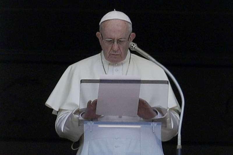 天主教教宗方濟各20日發表公開信道歉,承認天主教會未及時採取行動來保護未成年人(美聯社)