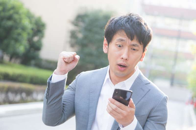日前,一名中原大學畢業生剛退伍,找到一份月薪2萬7的工作,到月初他算一算開支,最後只能剩下1千元可以存。(圖/すしぱく@pakutaso)