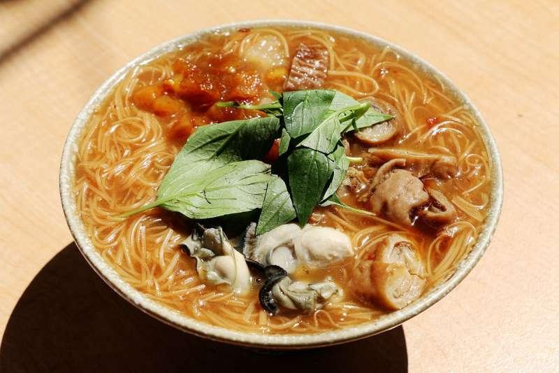 台灣的麵線羹多半使用紅麵線,以鹿港為大宗出產地。(羽諾 諾咪@flickr)