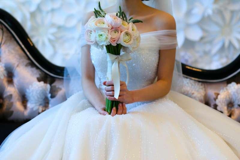為何現在的年輕人都不結婚了、就算結婚也一切從簡?(圖/8minwoo@pixabay)