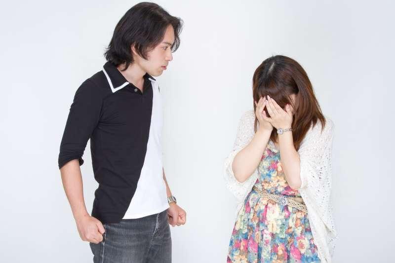 許多人在婚姻中委曲求全、包容惡妻/惡夫,而她經過一個失敗收場的婚姻才覺悟。(圖/すしぱく@pakutaso)