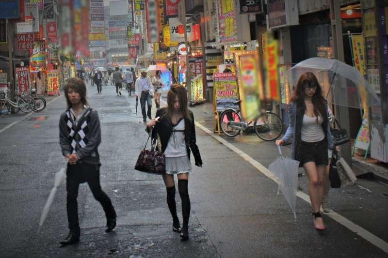 「在製作廣告時,我們讓模特兒穿上了毛衣,但也不能露臉。」中國對情趣產業限制嚴格,究竟是為什麼呢?(圖/istolethetv@flickr)
