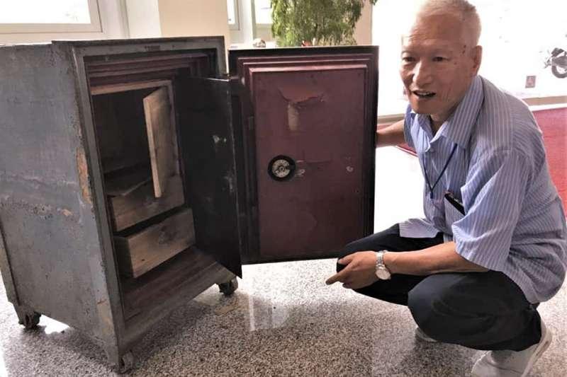 相較號稱「沒有解不開的鎖」的日本達人,聽吳坤浩沉穩的說起38年輝煌經歷,只感到滿滿的謙虛。(圖/冬山鄉公所臉書粉專)