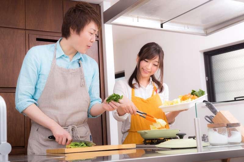 許多專家說「蔬菜『加熱』過後,會比『生食』好」,卻又說「過度加熱會導致營養流失」,這兩種說法看似前後矛盾、到底該怎麼煮蔬菜呢?(圖/すしぱく@pakutaso)