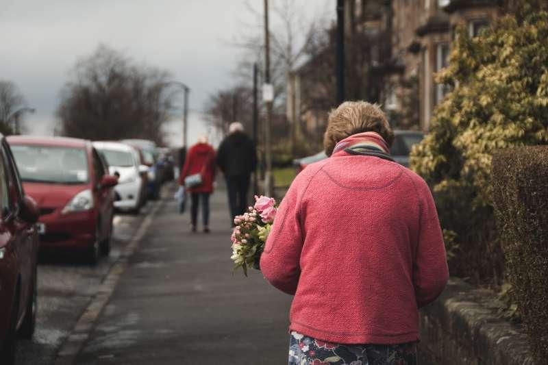 70歲阿嬤交了新男友,有辦法重拾性福嗎?(示意圖非本人/pixabay)