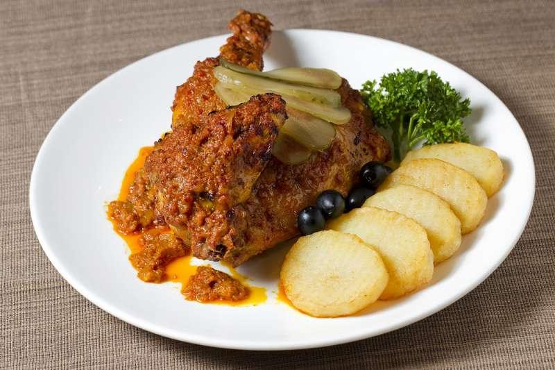 非洲雞是在非洲吃不到的獨特澳門土生菜,表現出澳門特色的飲食文化。
