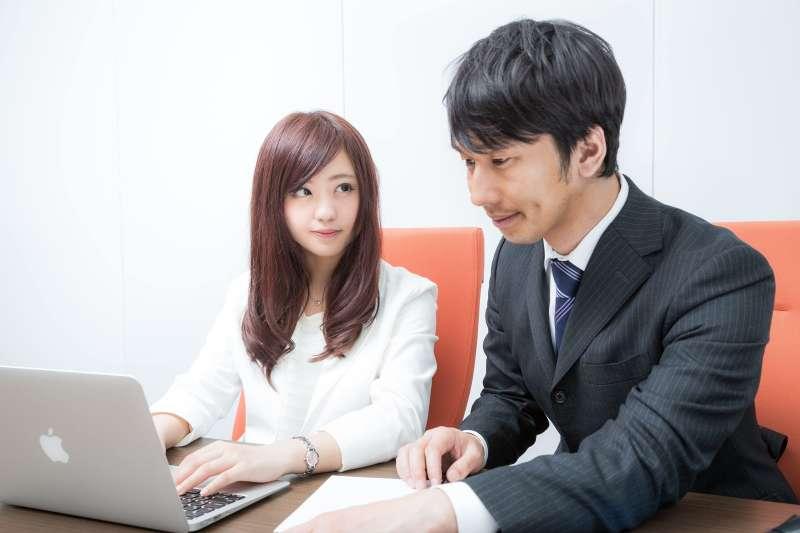為何升官的人,通常都不是職場中最「醒目」的人,除了能力好之外,主管最喜歡的員工是...(圖/すしぱく@pakutaso)