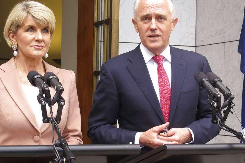 澳洲總理騰博(右)遭黨內逼宮,自由黨副黨魁畢曉普宣布若騰博下台,她將角逐黨魁。(美聯社)