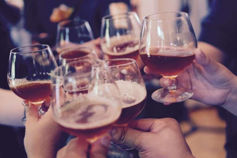 酒能喝嗎?該喝多少才叫有益健康?(圖/Pixabay)
