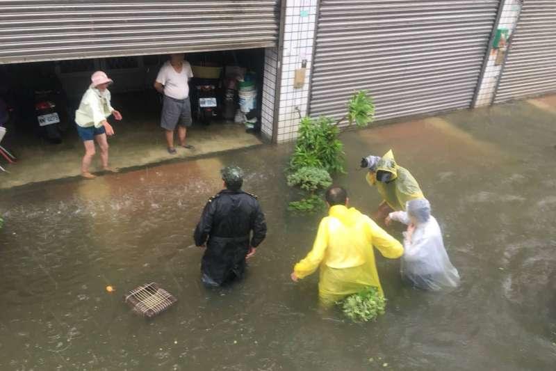 南台灣豪雨成災後,行政院決定舉辦一次「大拜拜」解決水患。(張花冠臉書)