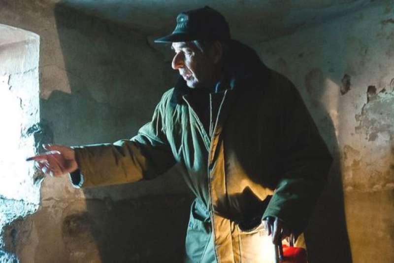 科瓦廖夫在前科雷馬(Kolyma))勞改營的懲罰性牢房中。科雷馬位於俄國遠東北極圈內,冬季極度嚴寒,蘇聯古拉格系統中最臭名昭著的勞改集中營位於此地。(BBC中文網)