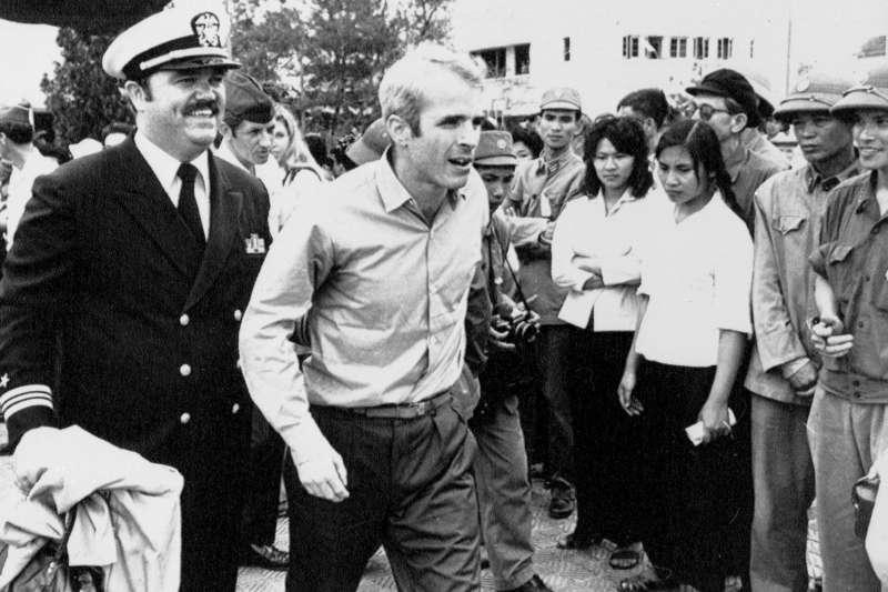 美國亞利桑那州聯邦參議員馬侃(John McCain)年輕時曾在越南戰場被俘,1973年3月獲釋返國(AP)