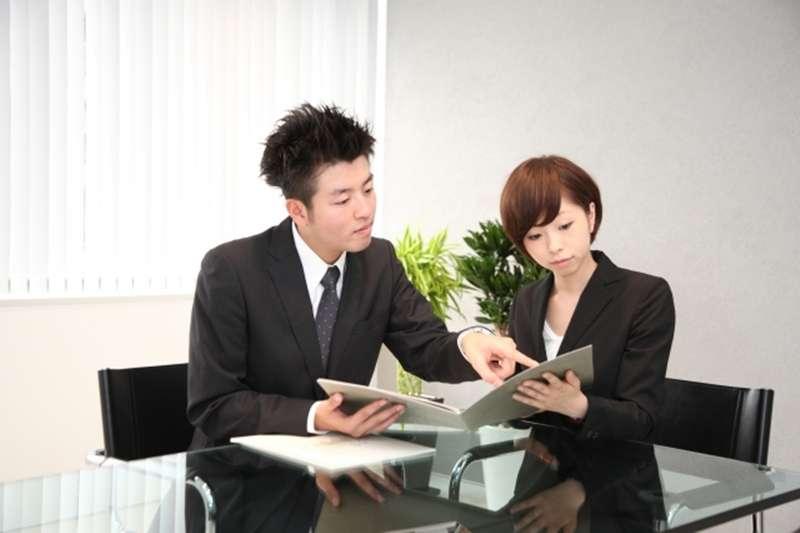 老闆要求簽「不保勞保切結書」,有法律效力嗎?(圖/photoAC)