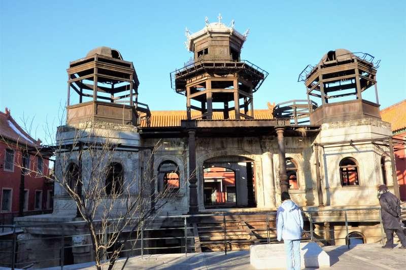 隨著宮鬥劇《延禧攻略》走紅,北京故宮內的「延禧宮」近期擁入大量人潮。但最真實的延禧宮卻讓參觀民眾到場驚呼「怎麼長這樣!」(圖/維基百科)