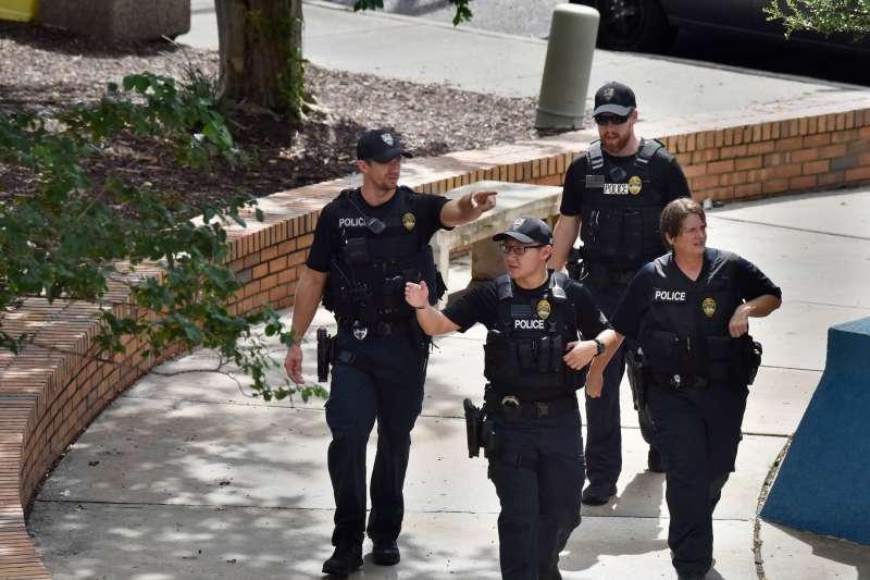 2018年8月26日,美國佛羅里達州傑克遜維爾市內的一家大型商場發生大規模槍擊案(AP)