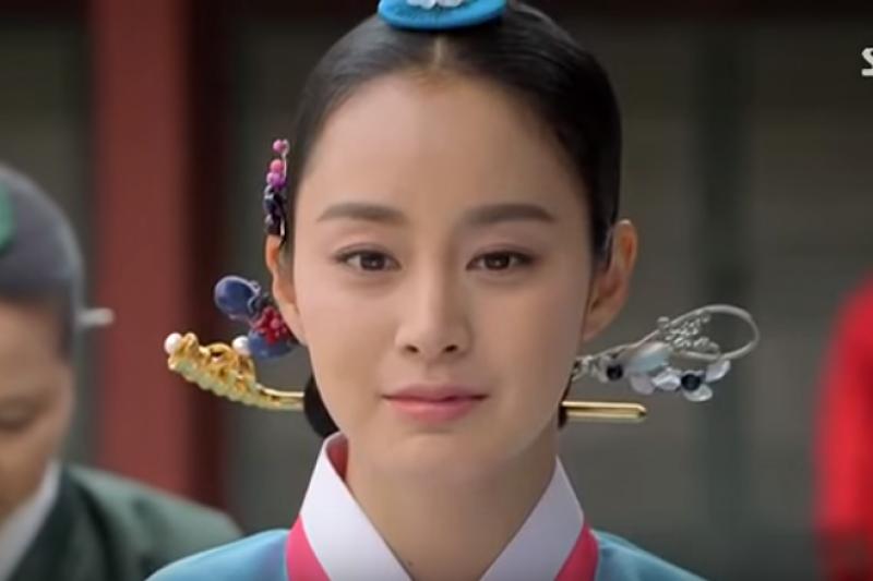 韓國三大妖女雖然被後世認為是亡國的禍端,其實她們有一段令人辛酸的生長背景......(圖/取自youtube)