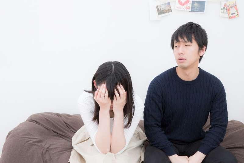 當婚姻走向盡頭時,離婚逐漸成為現代人一個合理而且不會被撻伐的選項。但如果只是你覺得不適合,對方沒有問題與責任,就不容易訴請離婚。(示意圖非本人/pakutaso)
