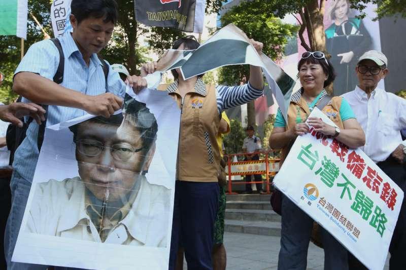 作者指出,有時還會聽到一些朋友直指台灣不少年輕人被柯文哲「網紅化」迷惑,像是追星那般追捧柯P,失去政治理智。(新新聞資料照)
