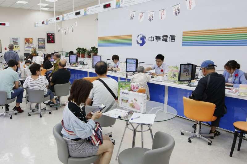 中華電信呈報光世代與數據電路批發價,降幅在7.11%到7.19%之間;網際網路互連批發價,則是從1Mbps頻寬83元降至74元,降幅10.84%。(資料照,郭晉瑋攝)