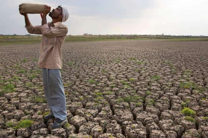 全球暖化加劇,2016年5月,印度馬拉斯沃德(Marathwada )乾旱嚴重,當地農業受到嚴重衝擊(AP)